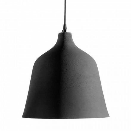 Lámpara de suspensión en gres antracita e interiorismo blanco - Edmondo