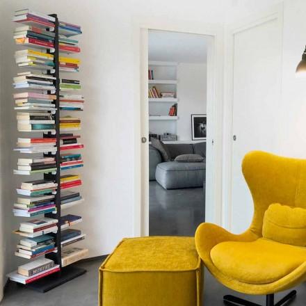 Moderna biblioteca desde el suelo pegado a la pared tía Bice
