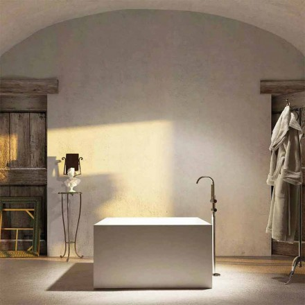 Bañera de pie cuadrada de diseño argentera, fabricada en Italia.