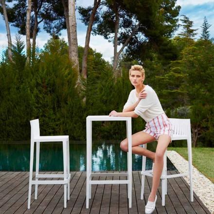 Juego de mesa Vondom Spritz para jardín y dos taburetes blancos de diseño